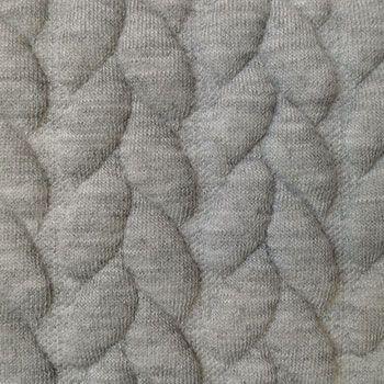 Quiltet+jacquard+grå+melange+m+kabel