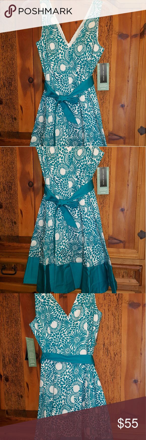Jones dress size 16 NWT Georgeous womens dress size 16 by Jones wear NWT. Flair bottom with brilliant turquoise coloring and silk lined, this is beautiful on. Jones New York Dresses