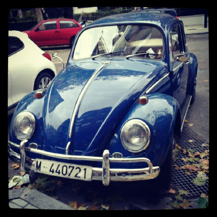 Escarabajo azul. Coche antiguo. Precioso :)