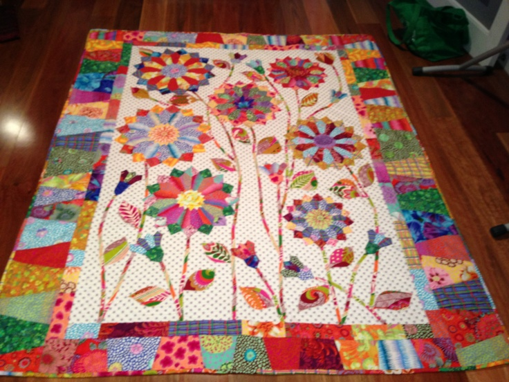 Well I finally finished Gina's quilt this weekend. It is from a pattern from Wendy Williams of Flying Fish Kits. I think Gina will be pleased.