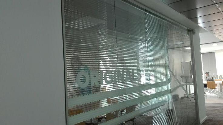 persianas venecianas para salas de reuniones