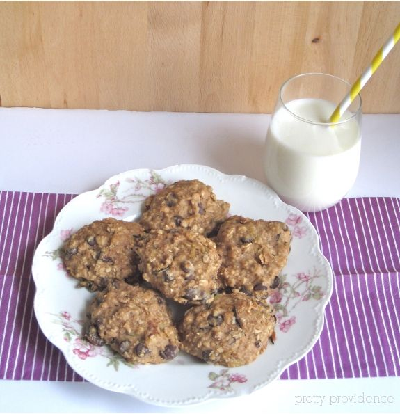 Healthy, Freezer-Friendly Breakfast Cookies. They are loaded with oatmeal, nuts, zucchini, applesauce, and of course chocolate chips!: Healthy Breakfast Cookies, Chocolates Chips, Pretty Provider, Freezers Cooking, Zucchini Cookies Healthy, Healthy Breakfasts, Lifestyle Blog, Breakfast Cookies With Nut, Freezers Friends Breakfast