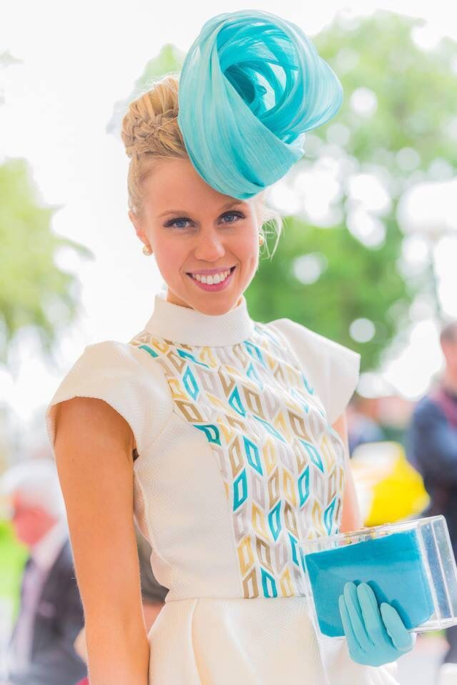 Brilliant Ladies Arrive For The First Day Of Racing At Aintree  Classy The O