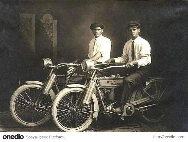 Harley Davidson şirketinin kurucuları William Harley ve Arthur Davidson