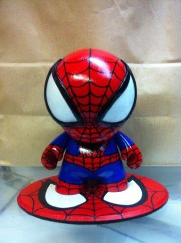 souvenirs del hombre araña en porcelana fria