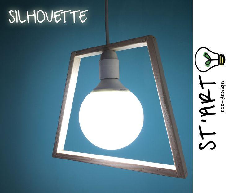 Silhouette è la lampada dal design minimale che arrederà in maniera unica i vostri ambienti. Realizzato a mano dal riciclo di vecchi pallet.