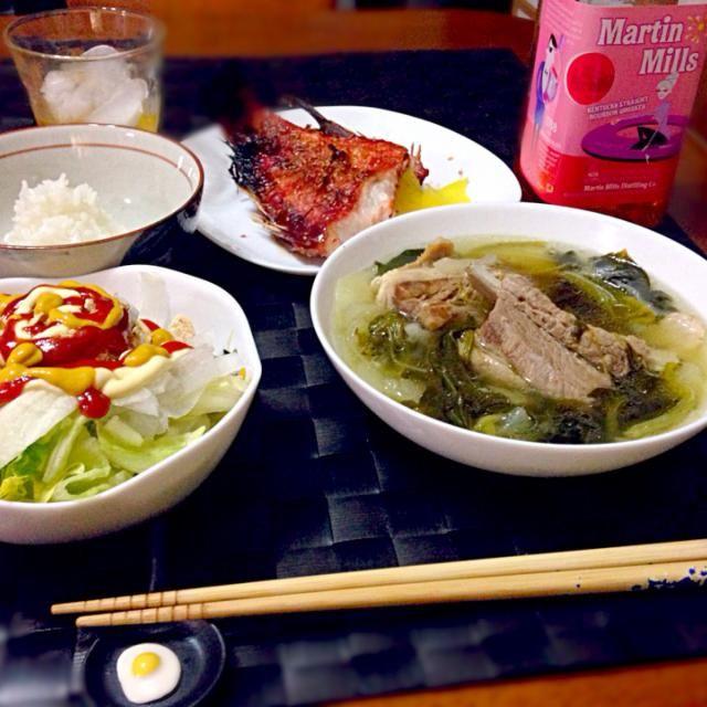 一昨日の深夜の晩餐 フィリピン風の豚のスペアリブのアッサリとしたスープ 赤魚味醂 シリアルサラダ バーボン(マーチン・ミルズ) - 64件のもぐもぐ - ニラガ ン バボイ by マニラ男