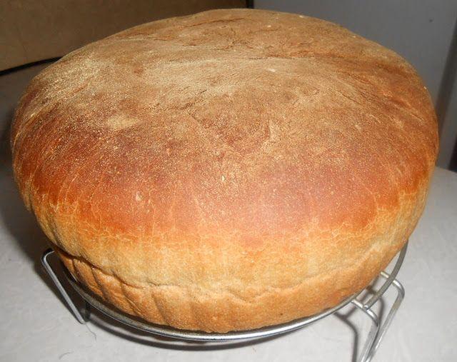 Сегодня поделюсь своим простым рецептом домашнего хлеба. Вдруг кому пригодится. Сейчас в основном, в хлебопечках пекут хлеб, но ситуации разные бывают. Например, как у меня - моя хлебопечка сейчас …
