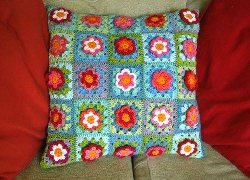 cushion: Patches Cushions, Granny Flower, Crochet Granny Squares, Crochet Flower, Flower Cushions, Flower Patches, Crochet Pillows, Crochet Cushions, Photo