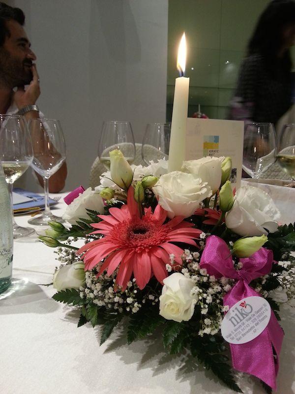 La decorazione floreale sui tavoli