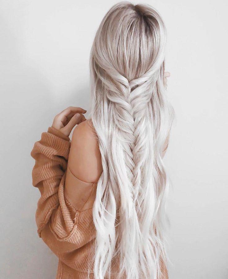 Incluso cuando el tiempo no está a tu favor, puedes valerte de algunos trucos para lograr un peinado espectacular en menos de cinco minutos. Para lograr cualquiera de estos looks apenas usarás un par de pasadores o ligas y la habilidad de hacer una trenza o una coleta ya que son super faciles de hacer. Encuentra los pasos y prueba este Pin y compártenos el resultado. #PinCCModa #Peinados #Moda #Hair