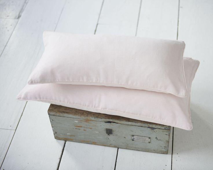 kussen mitch - zachtroze kussens - lendekussens - beddengoed - bedlinnen - slaapkamer decoratie - kussens voor slaapkamer - klassiek bedlinnen - meisjes slaapkamer