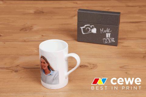 Unter unseren Fotogeschenken finden sich auch viele Tassen und Becher, die ihr natürlich mit eurem persönlichem Foto bedrucken lassen könnt :)