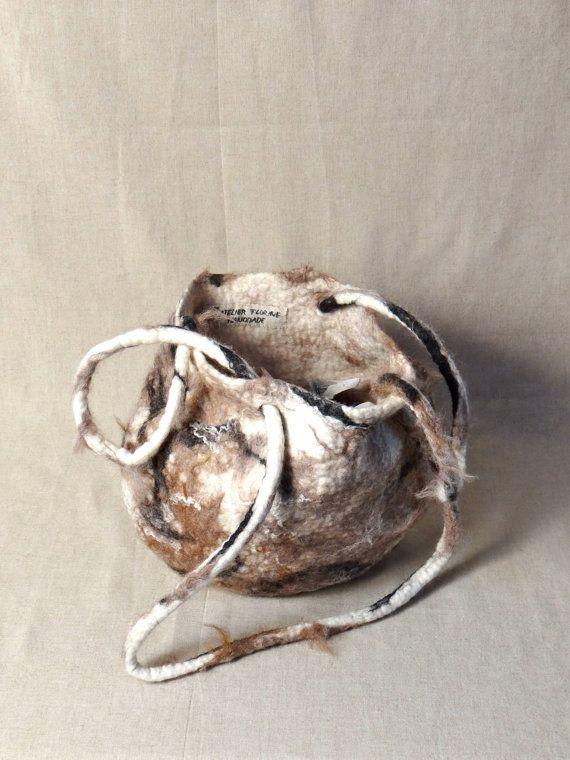 Tas van ecovriendelijk handgemaakt vilt in wit door atelierflorine