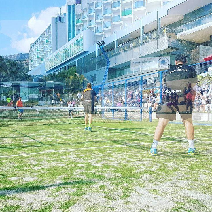 Después del acto de presentación de la pista central Juan Martín Díaz en la @reservahigueron toca partido de exhibición entre Godo Díaz Ernesto Moreno Fede Quiles y Jordi Muñoz.  #padel #instapadel #padeladdict #padeltime #worldpadeltour #HomenajeJMD
