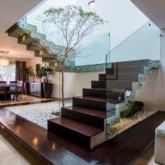 Couloir, Entrée & Escaliers de style de style Moderne par aaestudio
