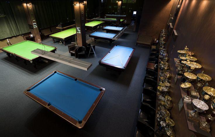 147 Break to największy snookerowo-bilardowy klub zlokalizowany w samym centrum Warszawy. Sala Angielska —główna sala klubu to przestronna, klimatyzowana przestrzeń o powierzchni 350m2mogąca pomieścić 80-90 osób. Na sali znajdująsię 4 stoły poolowe, 4 stoły snookerowe oraz bar oferujący szeroki wybór napojów, alkoholi i przekąsek. Schody znajdujące się na sali prowadzą do antresoli, w której każdy znajdzie miejsce do odpoczynku.  Urządzony klasycznie klub znany jest z przyjaznej atmosfery…