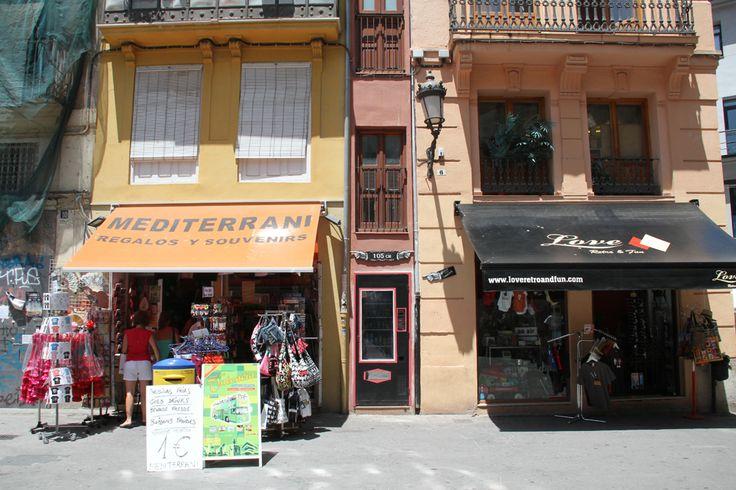 La casa más estrecha del mundo está en #Valencia 105cm de ancho. http://www.guias.travel/blog/la-casa-mas-estrecha-de-europa-esta-en-valencia/ http://www.hotelesvalencia.es