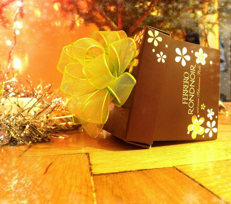#box #gift #christmas #ferrero #bow