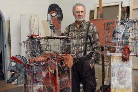 Imagine din atelier, obiecte din seria Capcane pentru muze. Tehnica sarma, metal soclu din lemn pictat, 2009