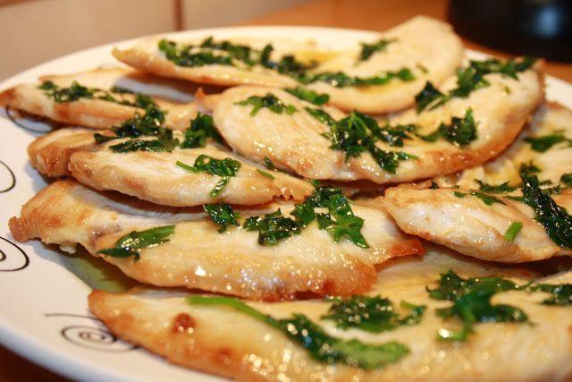 INGREDIENTES:8 Filetes de pollo.Aceite de oliva.2 o 3 limones.Perejil.Sal.PREPARACIÓN:Freir los filetes de pollo con un poquito de sal. Reservar. En la misma...