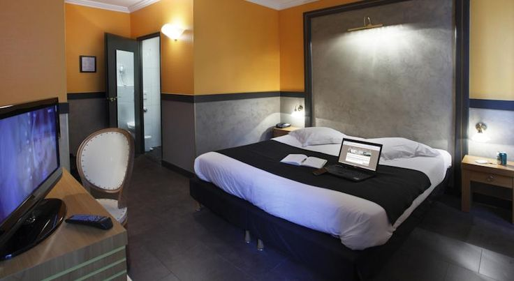 Adonis Marseille Vieux Port – Hôtel du Palais Marseille Adonis Marseille Vieux Port is located in central Marseille, a 5-minute walk from the Old Port and the main street, La Canebière. It offers rooms with private bathrooms and free WiFi access.