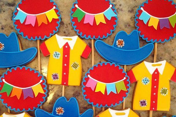 achados do instagram: doces juninos. Biscoito decorado de caipira com tema festa junina.