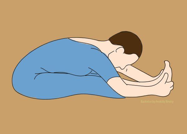 2. Наклон вперед Сядь, выпрямив ноги перед собой. Медленно дотянись до кончиков пальцев ног. Делай акцент на растяжке во время выдоха — в этот момент сухожилия и мышцы ног будут более податливы для максимального растяжения. Повтори так 5 раз.