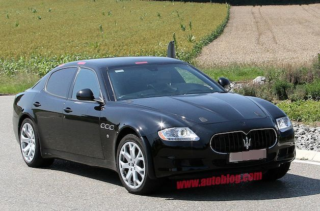 Maserati Levante spy shot