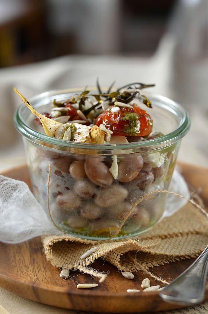 Salade de haricot borlotti, tomate rôtie et pesto -Tangerine Zest