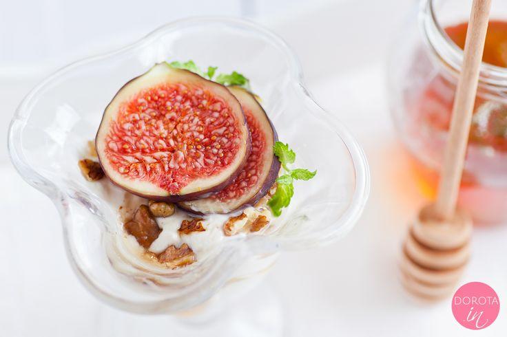 Jogurt grecki z miodem i orzechami