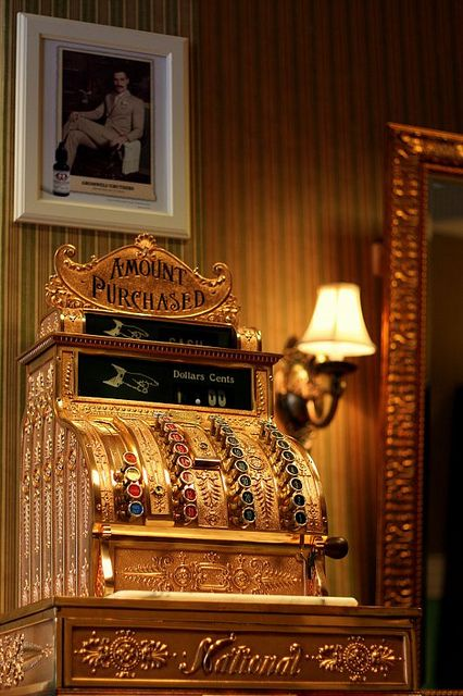 my candyshop/bakery/ice cream parlor will definitely have an antique cash register