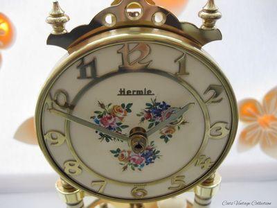 Vintage Clock - Cats Vintage Room