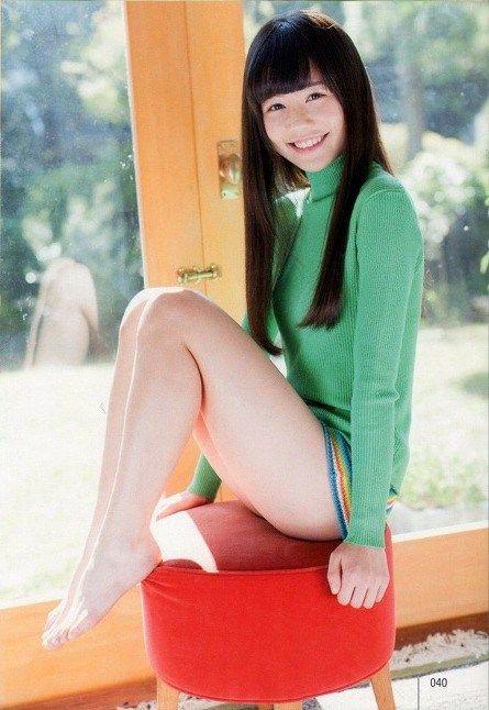 【エロ画像】AKB込山榛香(16)の水着グラビアが色白ロリ可愛くてたまらんwwwの画像その2