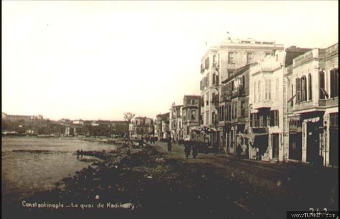 Kadıköy Rıhtım Caddesi'nin ulaşabildiğim en eski fotoğrafı. Kıyı sıfır doldurulmuş halde.