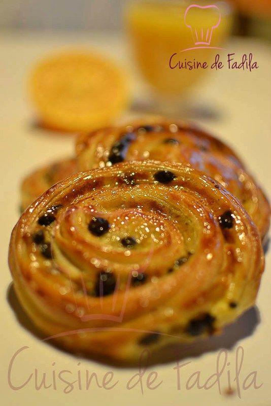 Bonjour Hier je vous ai proposé la recette de la pâte levée feuilleté qui est utilisée pour confectionner des viennoiseries. Aujourd'hui c'est la recette des pains aux raisins ou pépites de chocolat , c'est est une vienoisserie … Lire la suite