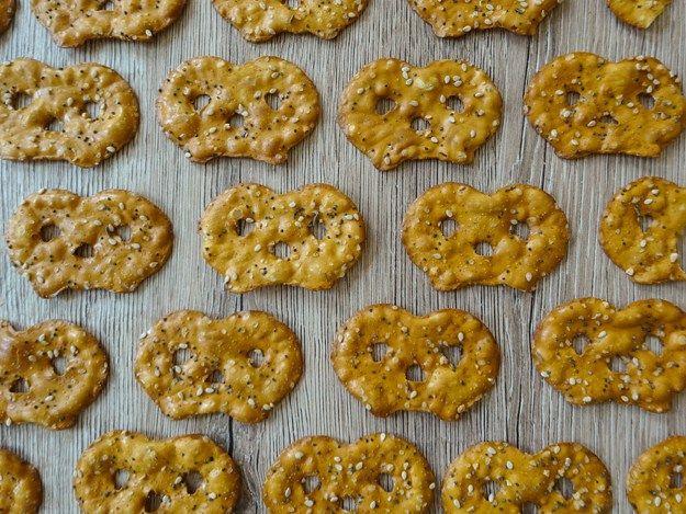 Snyders of Hanover, Pretzel Crisps, Savory Multi-Seed Deli Style found in Germany | eatexploreetc.com