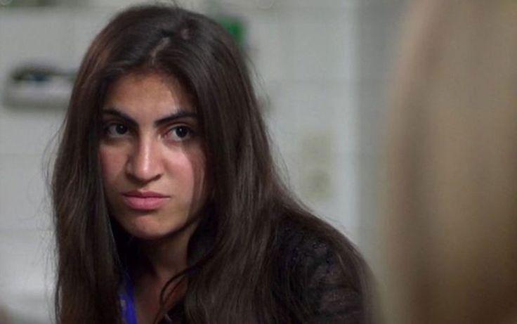 Ekhlas, da minoria yazidi, foi sequestrada no norte do Iraque quando tinha 14 anos; hoje ela vive em um hospital psiquiátrico na Alemanha.
