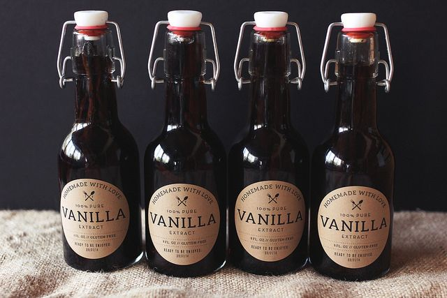 How-to Make Homemade Vanilla Extract never thought about homemade vanilla this is such a great blog