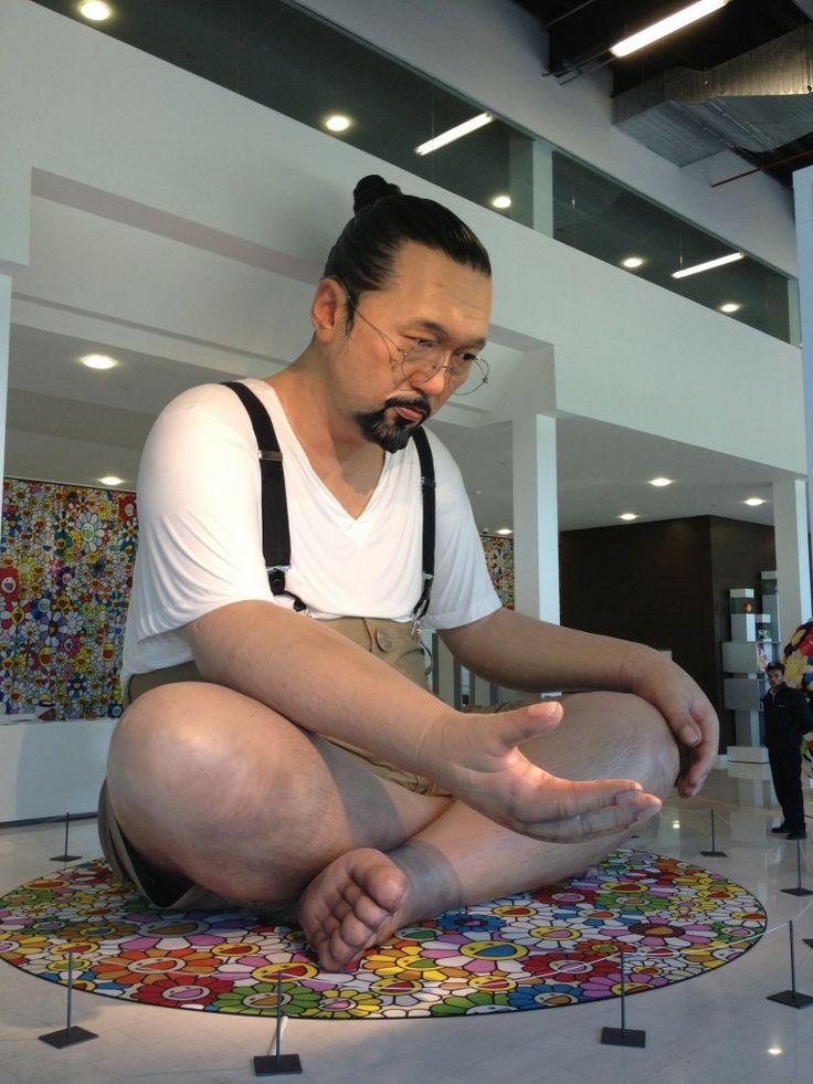 A 20-foot high blow-up version of Takeshi Murukami greeted those who went to see the Murakami-Ego exhibition in Qatar, 2012. Mucho más sobre creatividad y expresión humana en www.solerplanet.com
