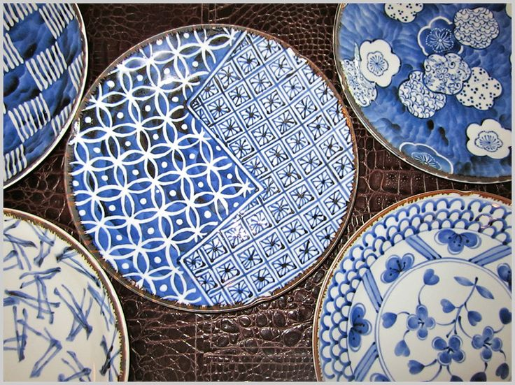 japanese ceramics http://www.onmyplate.com/ Detail on wash background: flower top right