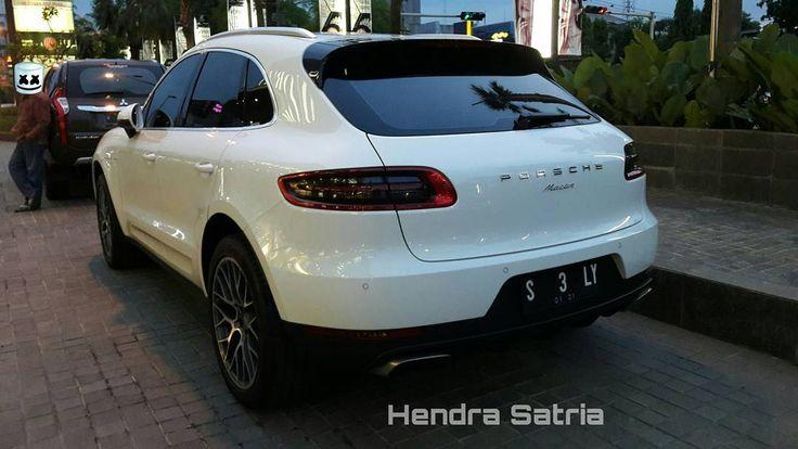 Porsche Macan (95B)  #Porsche #PorscheMacan #95B #Cars #Autos #Vehicle #Indonesiacars #Instalike #Instaauto #Instacars #Instamoment #CarofIndonesia #Carstagram #CarInstagram #Cargram #Carporn #Caroftheday #Carspotting #Spotoftheday #Photooftheday #Motortrend #Cars_007 #PorscheIndonesia #Surabaya #Indonesia  Photo By: Hendra Satria Wasisthawan Take By: Samsung Galaxy A3 (2016) Date: 9 April 2017 http://unirazzi.com/ipost/1491748356039879139/?code=BSzwTnoB6nj