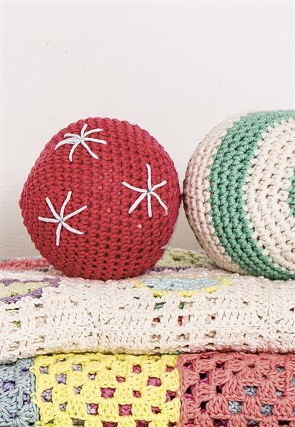 1408: Modell 17a-b Heklet ball #hekle #bomull