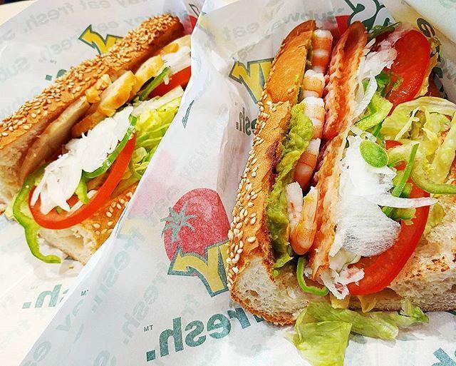 おはようございます♡♡ 昼ごはん作る気にならず。。。(笑)  今日のブランチ(o^^o)♪ サブウェイは一つじゃ少ない気もするし2つじゃ多い。。。 とりあえず2つにしよう♡♡(笑)  #おはようございます#外食#グルメ#いただきます #ブランチ#おひとりさま #今日のごはん #サブウェイ#subway #サンドイッチ#バケット#ボリュームたっぷり #アボカド#エビ#チキン#tasty #めんどくさい #instafood #ゴロゴロ#ランチ#あさごはん #野菜たくさん#とりあえず#パン#sandwich#おいしい #うまうま#おひとりさまランチ#満腹#肉