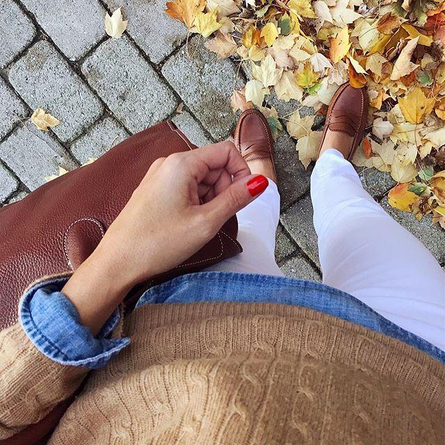 strolling into a beautiful fall Friday with my new favorite bag #thejmclife #averystuartautumn liketk.it/2tdyW #liketkit @liketoknow.it