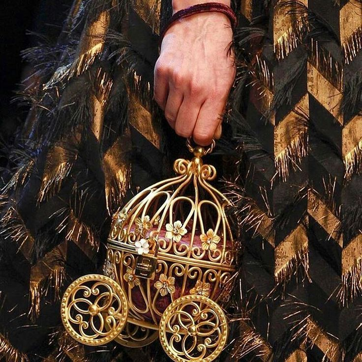 Dolce&Gabbana Fall-Winter 2016-17 #DGFabulousFantasy Women's Fashion Show. Fabulous Fairy-Tale Accessory! More insights on @dolcegabbana and #dgfw17. Also follow @voguerunway and #MFW.