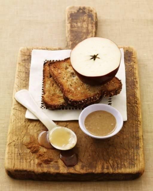 スイートなサンドイッチ☆りんご&はちみつ&ピーナッツバターでさくっと食べよう♪|CAFY [カフィ]