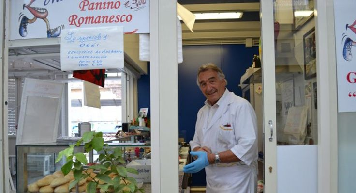 Un banco nel mercato di Testaccio che vende panini farciti di piatti tradizionali romani: una rivoluzione copernicana.