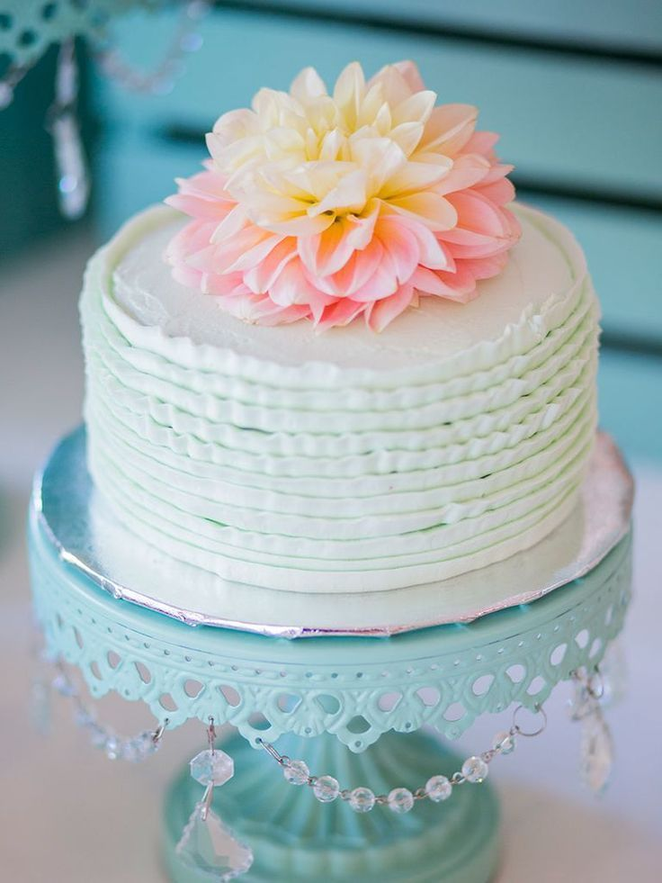 Choose A Single Tier Wedding Cake If You Re Having Small Here Are 16 Of Our Favorite Cakes