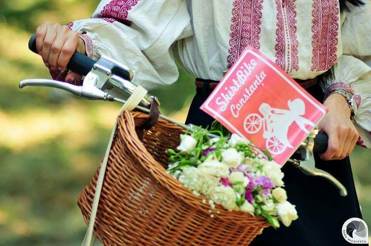 Skirtbike Constanta, Romania, Fabulous baskets, bike, proud to ride like a girl, ziua iei, sanziene pe biciclete, sunny.